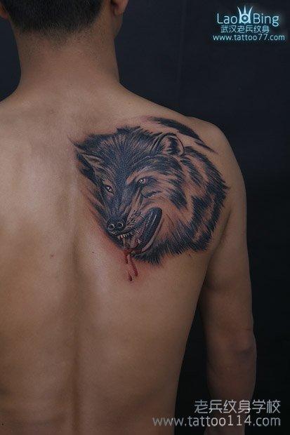 纹身流行原因之一,动物纹身已经成为潮流时尚,此纹身图案写实高清图片