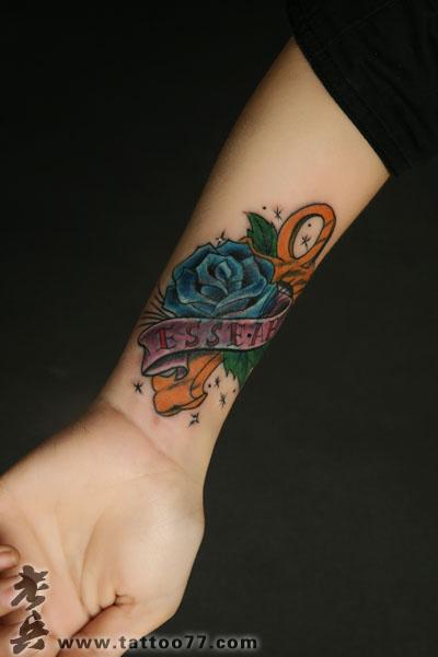 武汉老兵纹身培训网手臂十字架玫瑰纹身图片