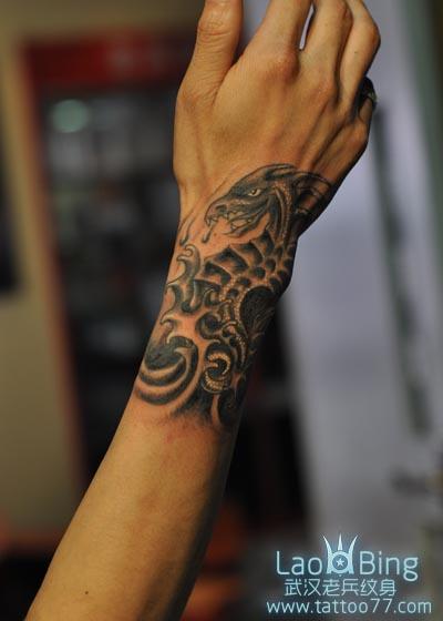 手臂海马纹身图案作品