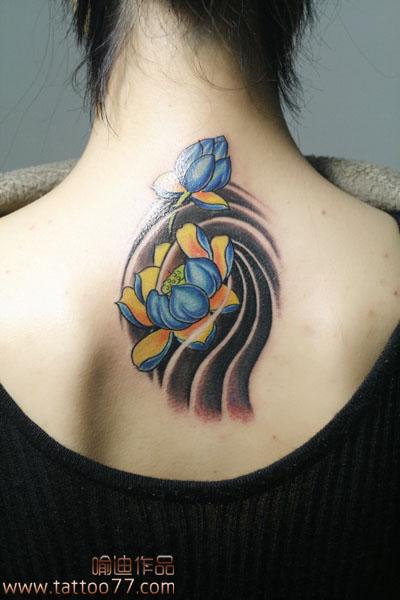 武汉专业纹身培训:美女的颈部莲花纹身图案作品