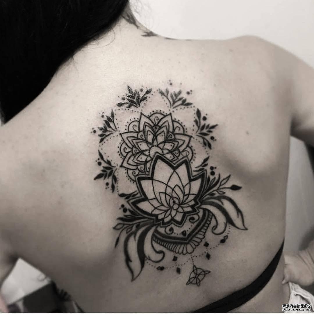 后背点刺线条曼陀罗纹身图案