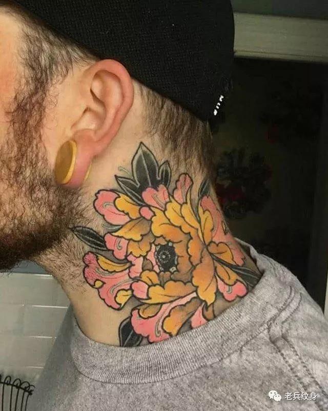 脖子花纹身图案