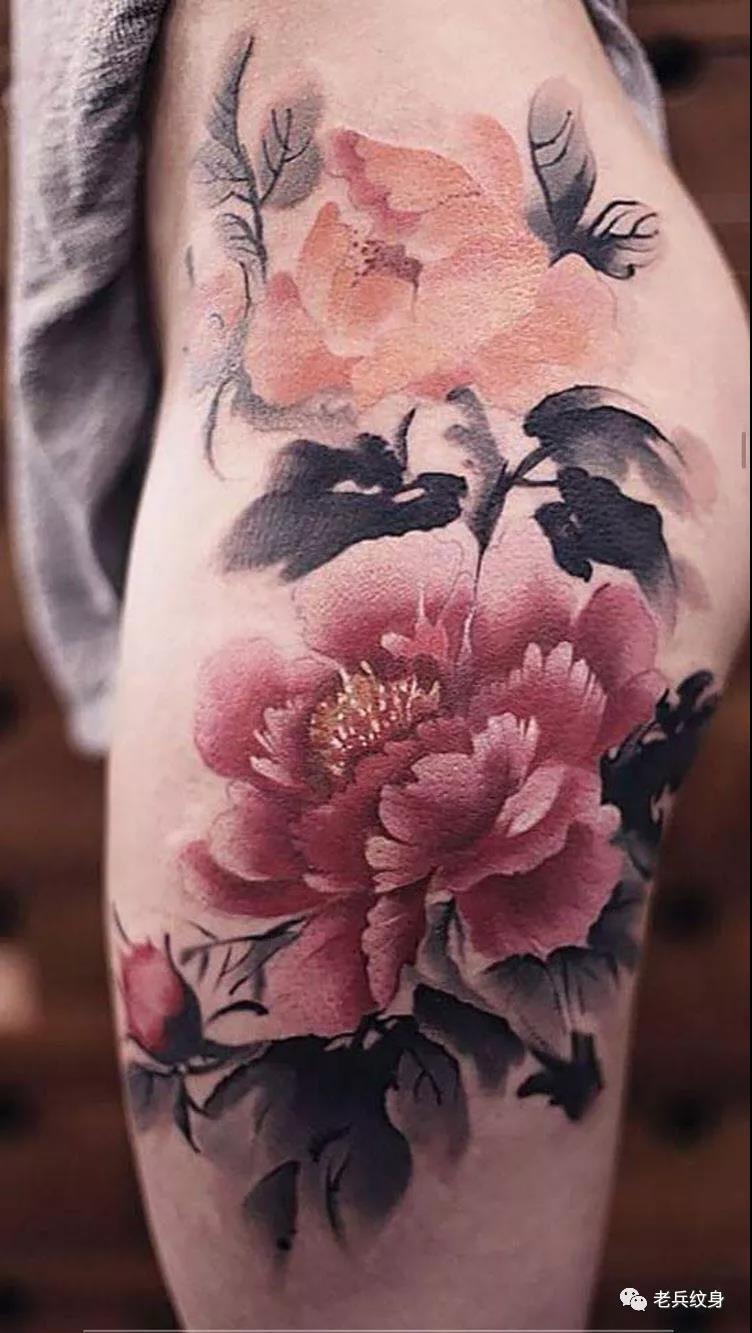 大腿水墨牡丹纹身图案