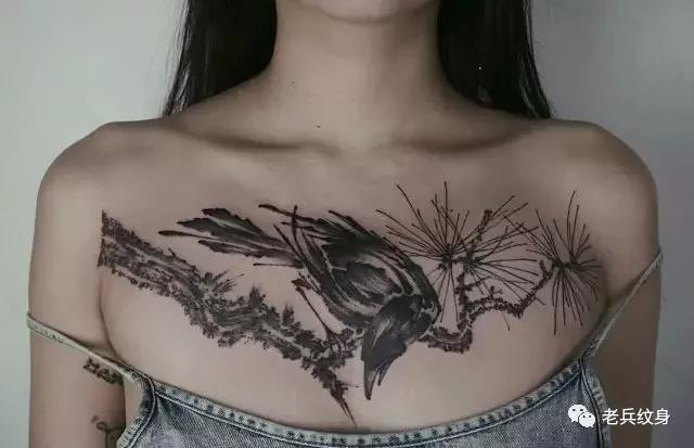 花胸美女小鸟纹身图案