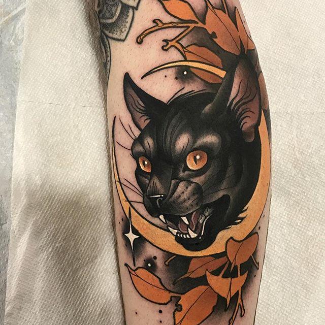 月亮猫头小臂纹身图案