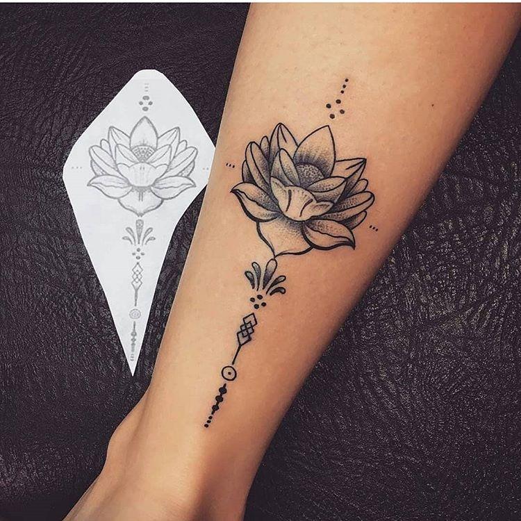 小腿莲花纹身图案