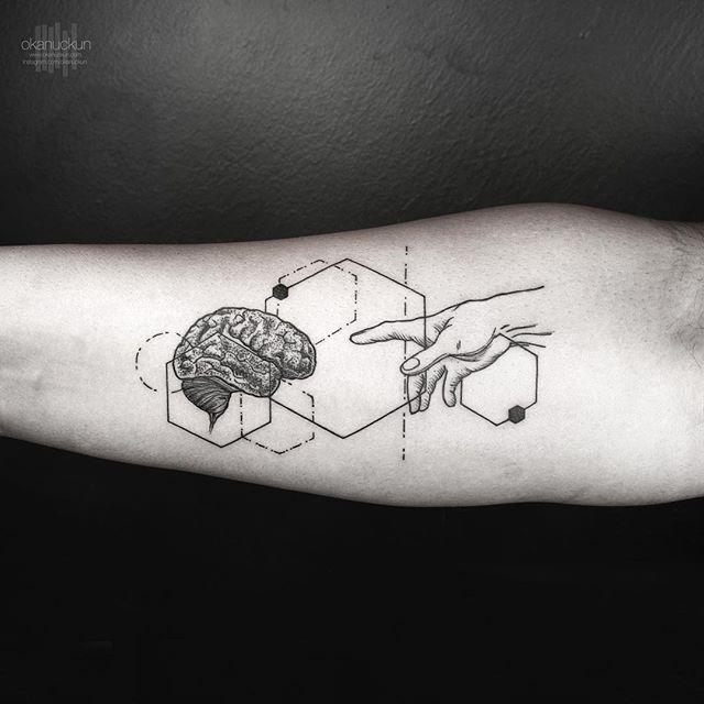 小臂線條手腦袋紋身圖案圖片